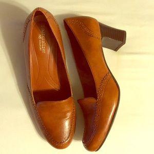 Like new heeled loafers